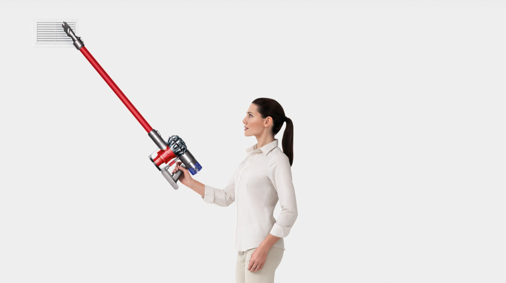 A demostration of the Dyson V6 Cord-free vacuum being used to clean in high places, showing it's versatility.